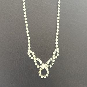 🇨🇦 FREE w/p $40 Vintage crystal necklace